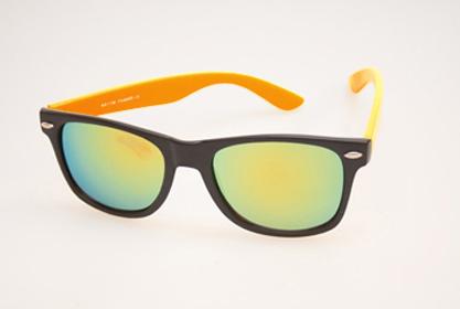 Wayfarer solbrille i mat sort med orange stænger og multiglas
